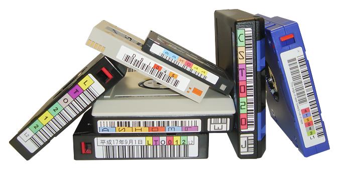 大量のLTOテープ
